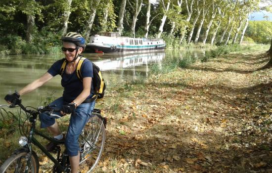 The Mediterranean by bike along the Canal du Midi near Capestang