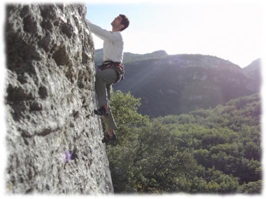 Sur falaises ecole ou grandes voies, le Languedoc regorge de sites d'escalade de grande qualite